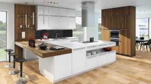 Moderne Küche weiss kombiniert mit Nussbaum